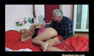 Old fart gets lucky scoring xVideos