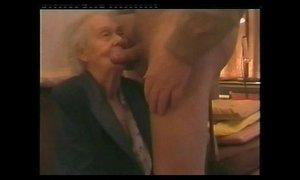 I paid my very old neighbor to suck my cock. Amateur older xVideos