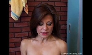 Gorgeous mature amateur has a juicy pussy xVideos