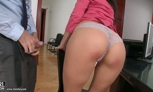 Delicious big bottomed and juggy milf Kitana Lure gets her anus licked and stretched AnySex