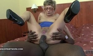 Granny wants to fuck a big black cock xVideos