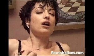 moglie italiana inculata - sesso anale - italian wife italian woman mature xVideos