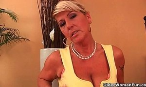 Hot gilf fucks herself with a dildo xVideos