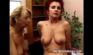 Mature ladies testing some dildos xVideos