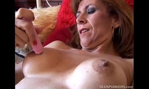 Gorgeous mature redhead is feeling horny xVideos