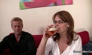 Drunken woman is picked up and fucked xVideos
