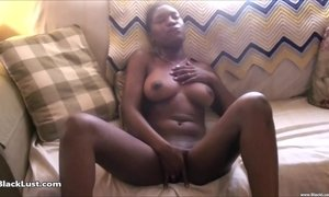Short haired ebony plays with herself on the couch AnalDin