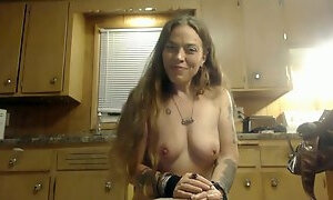 Cheap web cam whore with saggy ugly tits was masturbating her slit