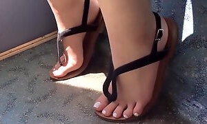 Incredible Candid Asian Feet in Sandals on London Bus (With FaceShot)