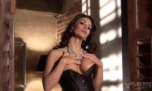 Vanessa Wade sexy milf stripping xVideos